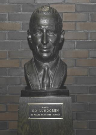 Mayor Ed Lundgren - Bronze Sculpture - By E. DerRon  -  Lobby of Aberdeen City Hall
